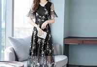 女人過了40歲,多穿這樣的碎花連衣裙,優雅減齡,特顯高貴