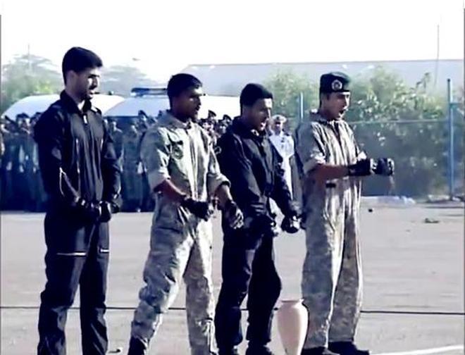 """直擊:印度特戰表演""""腿功"""",看臺上的長官沒忍住笑了起來"""