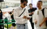 馬天宇機場簽名暖化人心 和鄭爽合作被稱顏值最高校園情侶