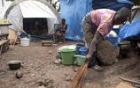 下雨天對他們來說是災難,科特迪瓦難民營紀實
