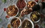 農村留守老人的心酸生活:一人吃飯卻準備6菜1湯