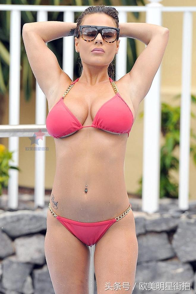 名模香奈爾·康妮海邊享受日光浴,示範消暑的正確姿勢