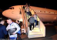 切爾西全隊乘飛機抵達巴庫,阿扎爾狀態良好接受採訪