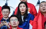 趙麗娜現場觀看中國女足與南非女足的世界盃比賽