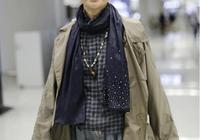 倪萍瘦身後真美!60歲的她廓形風衣配牛仔褲時髦又減齡,美呆了