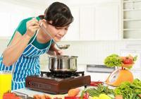 廚房鍋用久了,底部鍋垢又黑又硬?用這些妙招乾淨、省錢又省力