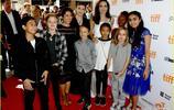 安吉麗娜·朱莉攜孩子出席多倫多電影節,女神依然美麗優雅
