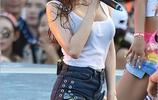 韓國女歌手金泫雅雨中獻唱音樂節
