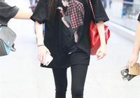 大家都說小黑褲顯瘦,遇上黑色T恤,男神也對你刮目相看