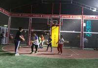 籃球根本停不下來,泉城廣場籠式球場火了!