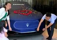 白富美喜提76萬的瑪莎拉蒂SUV,提車當天,4S店服務非常到位!