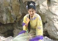 同樣是紫色披帛,李玉湖搭配喇叭花裙、霍成君大紅大紫穿出優雅感