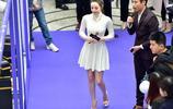 迪麗熱巴芭蕾舞時不慎摔倒希望不會有影響北京電影節眾星雲集