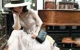 每個直男心中都住著一位穿白色連衣裙的初戀,純潔無暇,清秀可人,凹顯時髦女人味,女人這樣穿,簡直美呆了