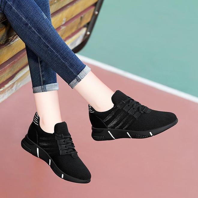 """雪地靴別穿了!今年時興穿這""""減齡鞋"""",好看顯腿長,賊美嫩"""