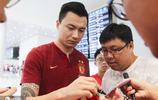廣州恆大淘寶全取三分返回廣州 球迷機場迎接卡帥笑容滿面