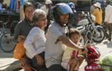 以前農村都是騎車走親戚,現在卻都變成了開汽車,這是為什麼啊