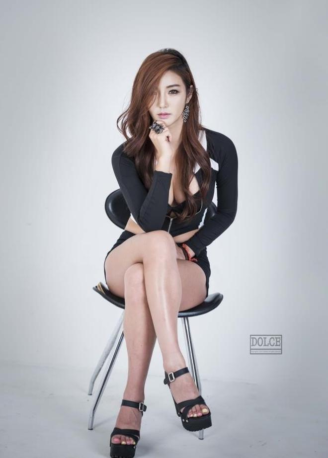 靚麗模特:氣質美女模特李春兒緊身熱褲寫真