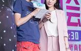李小璐上節目穿火了粉色那套休閒裝,今年流行穿套裝,甜馨都說美