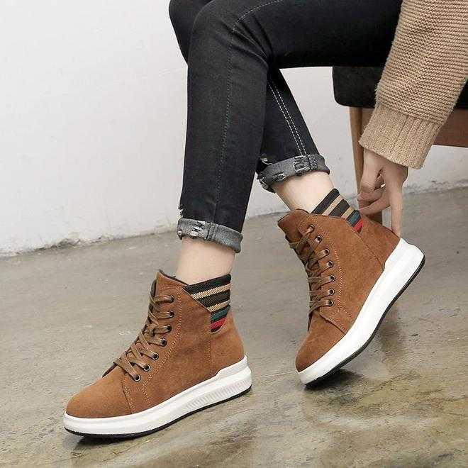 """這女款""""雪地靴""""迅速火了,時髦不累腳,賊舒適,姐姐買了3雙"""