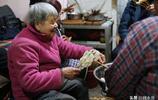 八旬奶奶在家做串串20年,一夜間成了吃貨打卡地,火得奶奶有點蒙