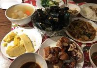 在泰國菜市場買了50元美食當晚餐,肉、菜、湯、海鮮都有!