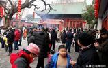 實拍鄭州城隍廟裡的元宵節,遊客:來這裡就是為了一個念想