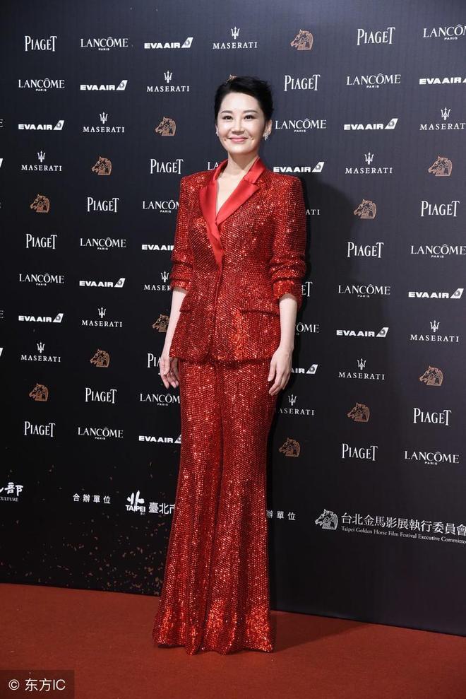 出生北京書香世家的她如今50歲,卻還是單身,美得讓人不敢下手?