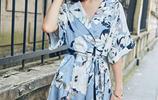 女人到了30歲多穿這樣的連衣裙,減齡顯瘦超便宜