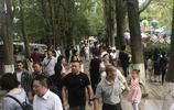 貴陽市河濱公園國慶首日人流量實拍,預計2號到4號人流量猛增