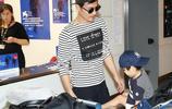 耿樂與兒子抵達威尼斯機場,兒子打招呼,看來不是個靦腆小夥子!