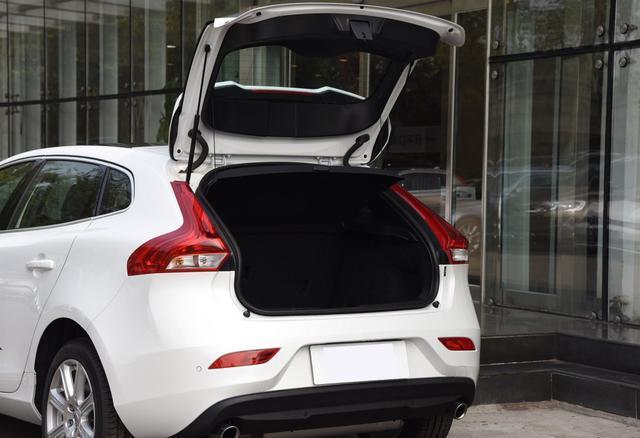 這臺純進口豪車原價22萬多,優惠後18萬出頭,比BBA更儒雅小資!