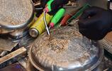實拍90後小夥街邊賣家用全能焊條,一會功夫就賺得盆滿缽滿