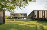 住宅設計:主客分區明確的現代輕奢別墅,把景觀中庭放到了臥室裡