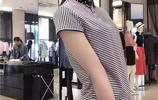 宋慧喬去海邊玩,身上的條紋裙亮了,小個子女生穿最合適