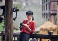 42歲孫莉做客蘑菇屋,穿紅衣黑褲配低馬尾優雅減齡,輕鬆美回24歲