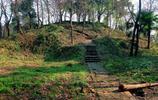 千年雷峰塔倒塌後場景:一片廢墟,發掘時武警警戒,有個重大發現