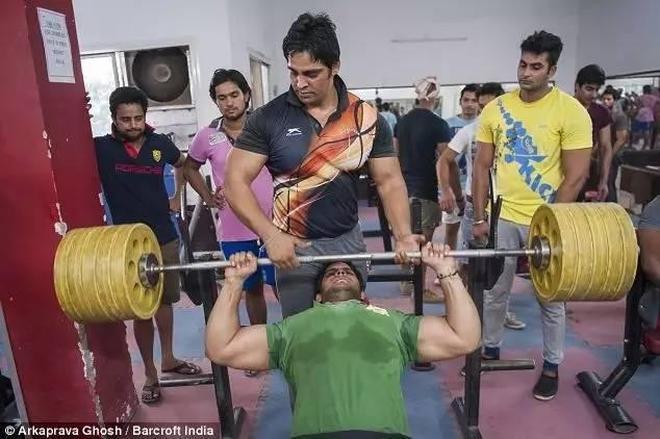 印度有一個村,全村都是肌肉男,他們靠一身肌肉走上致富之路