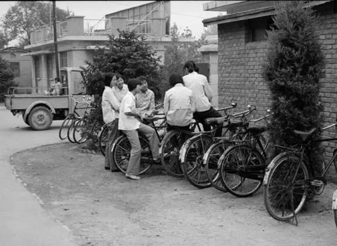 鏡頭下:八十年代中學生 關於青春最美好的記憶