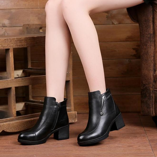 才瞧見,剛剛上架批加絨女鞋,比羽絨靴保暖還時髦,上腳洋氣極了