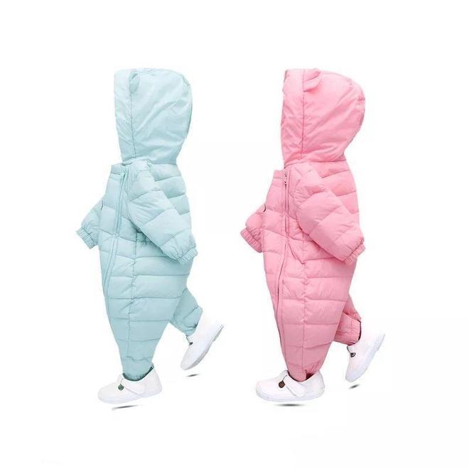 帶寶寶出門用抱被,落伍了!哈衣爬服保暖又可愛,換尿不溼更方便
