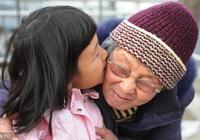 科學表明:80%的孩子不愛叫人,春節走訪,聰明媽媽這樣化解尷尬