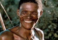 著名的非洲土著演員,曾拍攝《上帝也瘋狂》,如今已離開人世