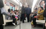 最高時速80公里鄭州地鐵1號線:同樣的乘客不同的造型 有亮點