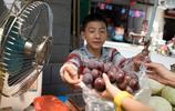 14歲少年背三十斤黃瓜上山貼補家用,只因不想被爸媽送回農村