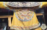 """故宮清代文物實拍:圖一是乾隆皇帝龍袍,圖四是皇后""""東珠鳳冠"""""""