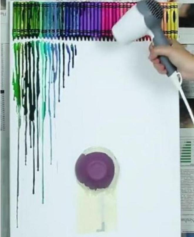 紙上剪一個小妹妹,貼上彩色蠟筆,就完成了超美壁畫