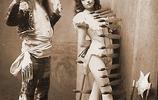 一些美女飛刀雜技的老照片