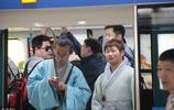 青島:小夥全年都穿漢服出門,走在路上回頭率非常高
