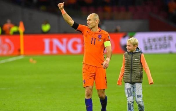 羅本宣佈退出國家隊!如何評價他的國家隊生涯?